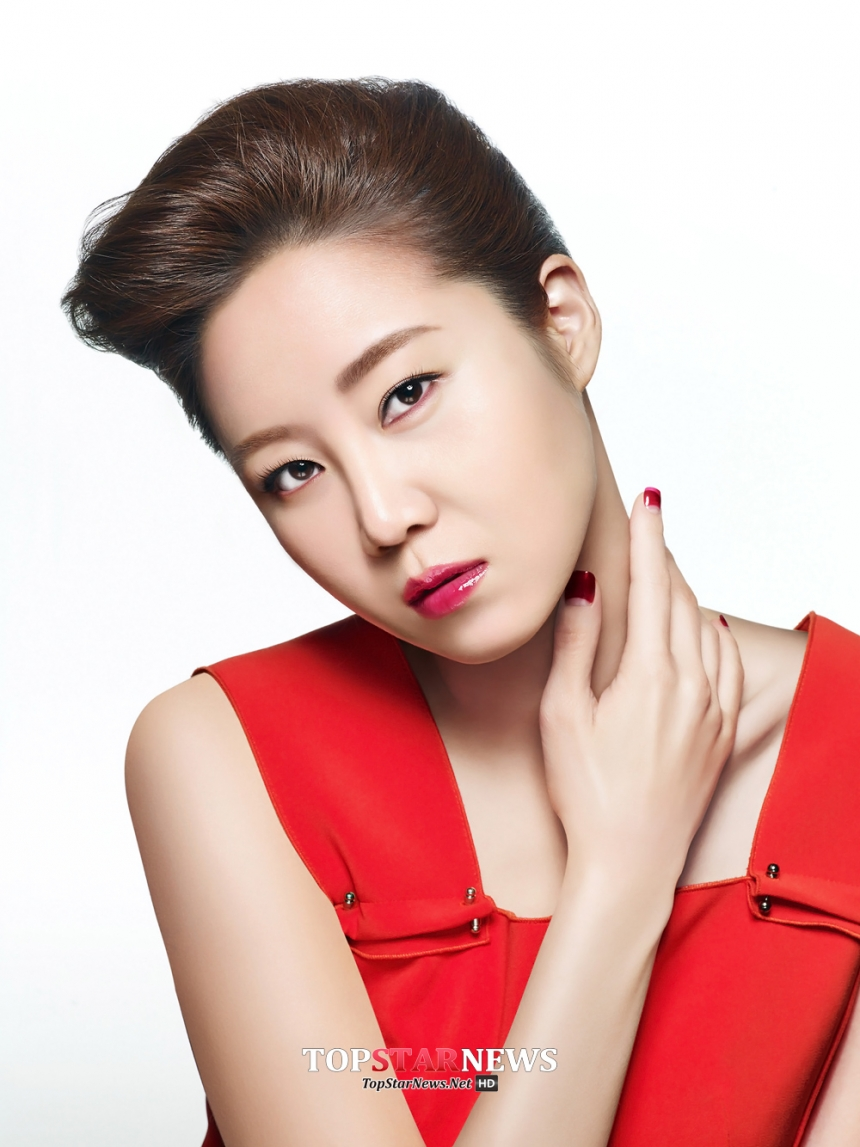嫩色系口紅當然要搭配嘟嘟唇,可愛中透著性感的嘟嘟唇也是韓國整容業中非常風靡的一項整容項目。如果你沒錢整出長久的嘟嘟唇,那下面的韓國潤唇膏你就一定不能錯過了