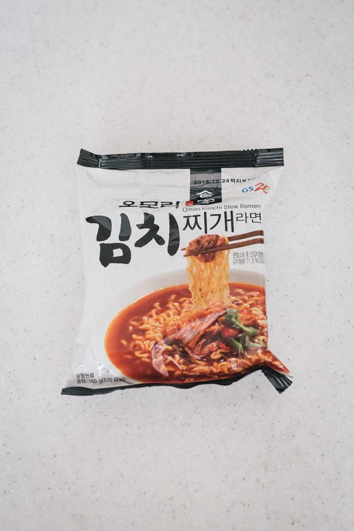 最大的賣點是選用熟成3年的泡菜另外製成調理包  不同於一般僅有粉末湯包的泡麵 多了泡菜的新鮮食感和回甘滋味 在韓國推出後立刻獲得廣大人氣