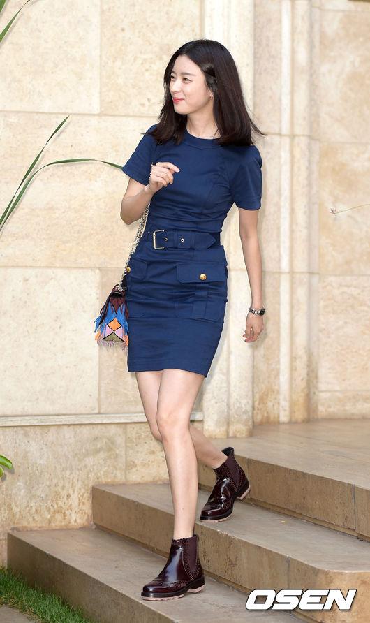 不過也有爭議說2009年和韓孝珠合作的「天國的郵遞員」那時候才是螢幕初吻
