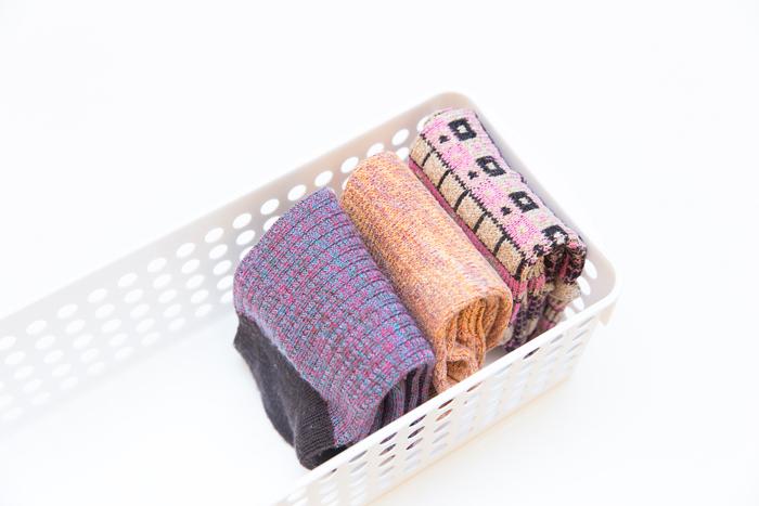 step 3. 整理疊好後的內衣褲&襪子,一定要豎著放! 如果是一層一層的平放起來,沒辦法一眼找到你想穿的,而且找來找去很容易把疊好的又都弄亂了,所以一定要豎著放起來!