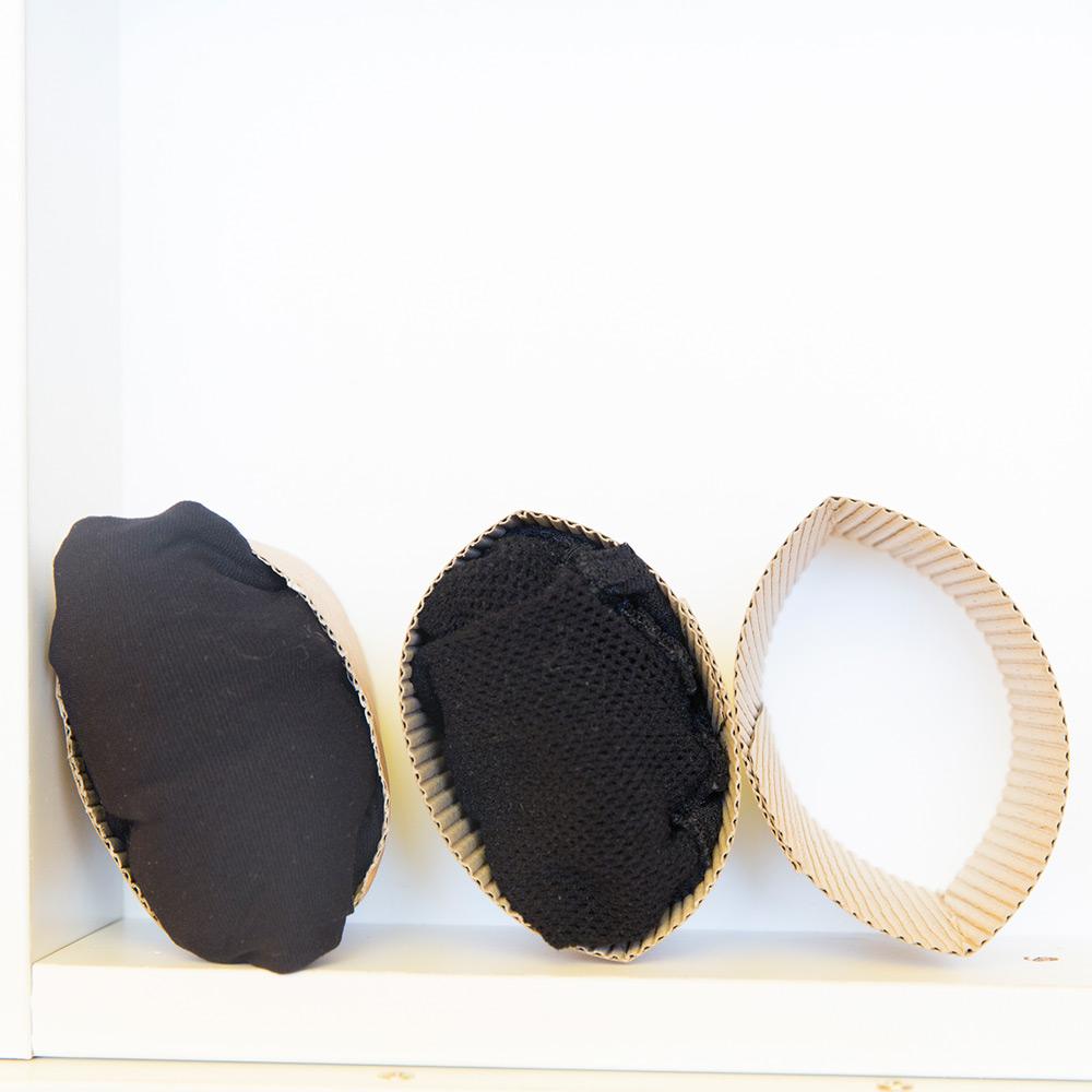 只要把套管的形狀固定好就好了,疊好的內褲,襪子都可以塞進去保管。
