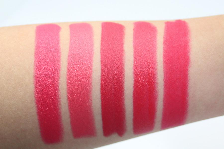MAC Relentlessly red真的....是很粗燥的口紅 T T 所以擦的時候有點困難 T T(因為太乾燥皮膚感覺被推..)