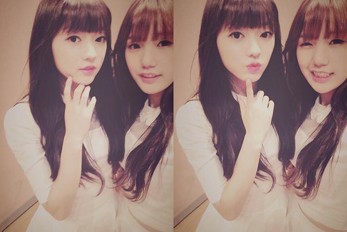 1995年生的Yoo A 與Mimi. 同歲跟同歲纏在一起讓人看了心暖暖