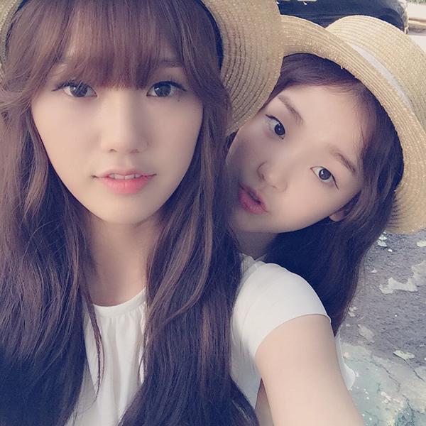 Seung Hee是快的1996年生, 這樣她們可以說是同歲嗎..? Mimi 與Seung Hee兩個都好少女少女喲~♡ 讓我來剝開那頂帽子。