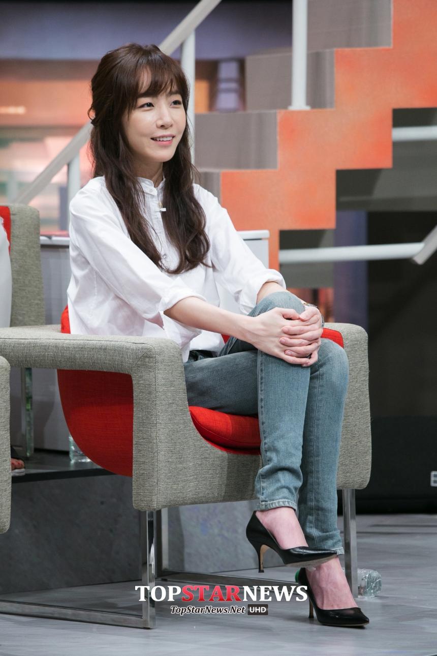 她曾經在廣播節目《李國主young street》中提到,雖然自己沒辦法評論任何人,但如果要以性別來選擇的話,我覺得 G-DRAGON 和 IU 的創作實力真的很好。