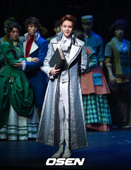 No.3 BEAST 梁耀燮 出演作品:Cinderella。 在音樂劇領域的梁耀燮現在不感到陌生,懂得如何散發自己的魅力。