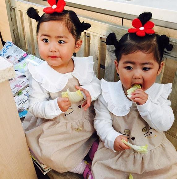 還有越長越可愛的(也越來越好分) 的雙胞胎女兒羅熙、羅律