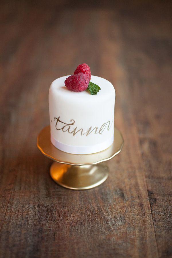 感覺只有在高級飯店裡才會有的甜點.. 美妞們,如果你們有人在高級飯店結婚記得叫我阿..