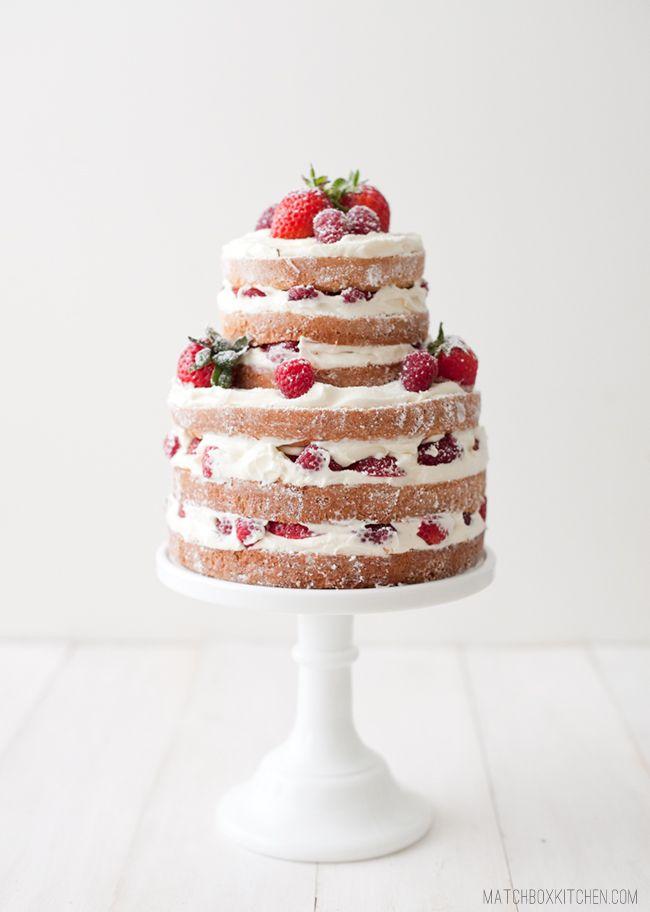 Naked cakes 的意思是鮮奶油只完成一半的蛋糕!