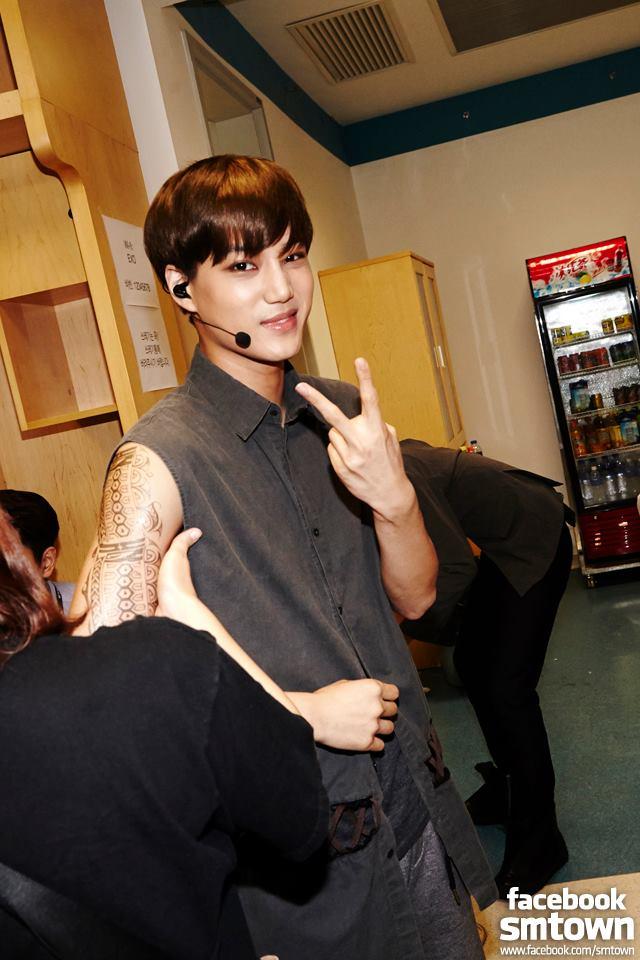 第二位要提到的絕對是 EXO 的 KAI ♥  KAI 性感的膚色已經是他的招牌了,連 EXO 成員伯賢都在節目上開玩笑說過,「他是 EXO 的黑孩子(까만애)」。