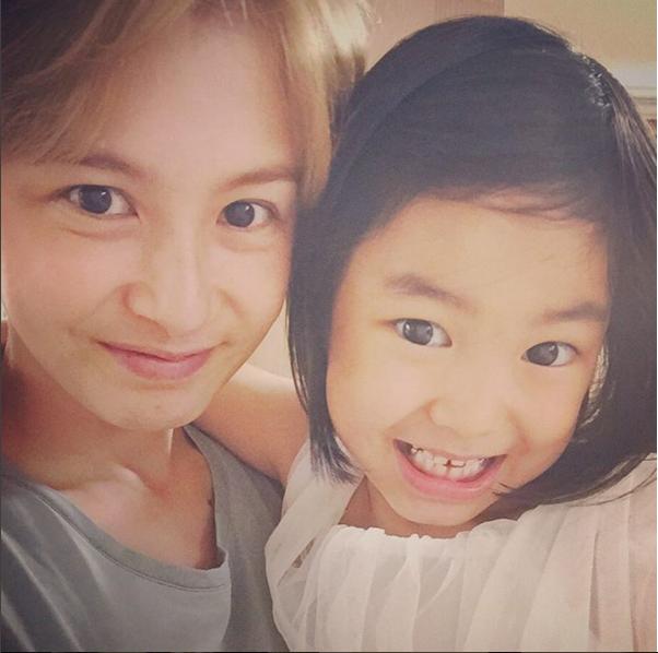 和媽媽演員姜惠貞一樣圓滾滾的大眼睛