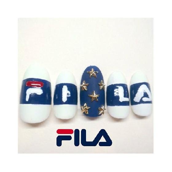 藍色與白色就是FILA的代表色呢。