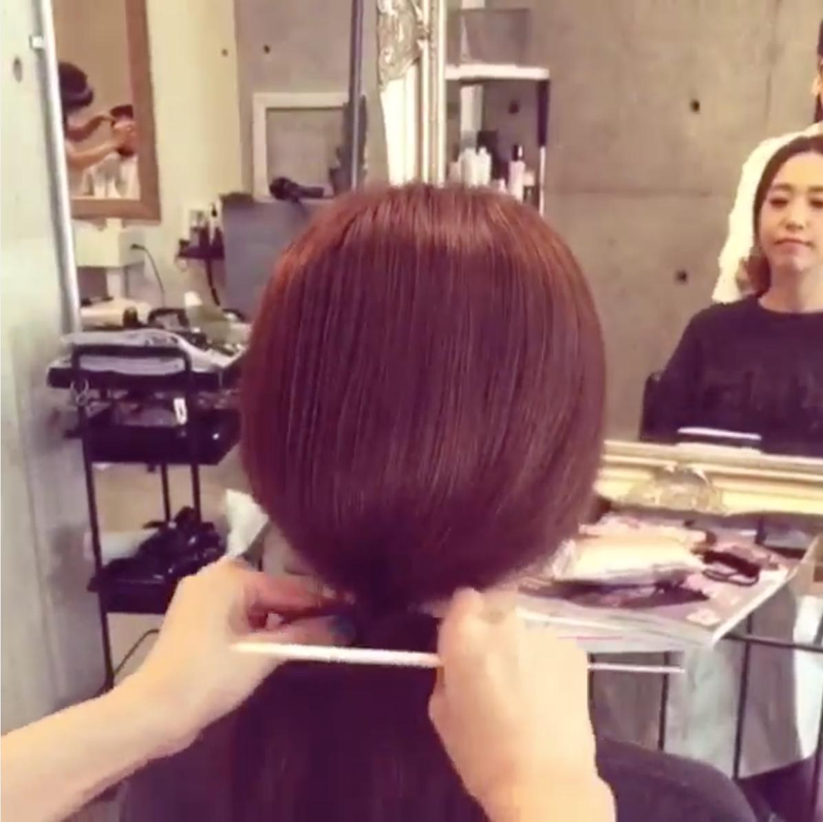 (3)然後等到蓬度OK之後,再將綁頭髮的地方向上拉緊。