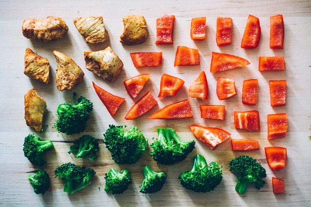 明星們都遵守的5:2輕斷食瘦身法,是由英國專業醫師Dr. Michael Mosley 發明,研究發現間歇性的斷食可以讓身體負擔減少,達成健康、且維持身材的目的!那麼有哪些明星都靠斷食法保持好身材呢?