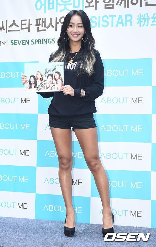 No.2 SISTAR 孝琳  於2013年發表了Solo專輯《Love & Hate》,以出演MBC節目《我是歌手2》的程度,可以說是偶像主唱中擁有屈指可數的演唱實力。在跳較激烈的編舞時也能不被影響,展現安定的聲音和充滿爆發力的歌唱力。