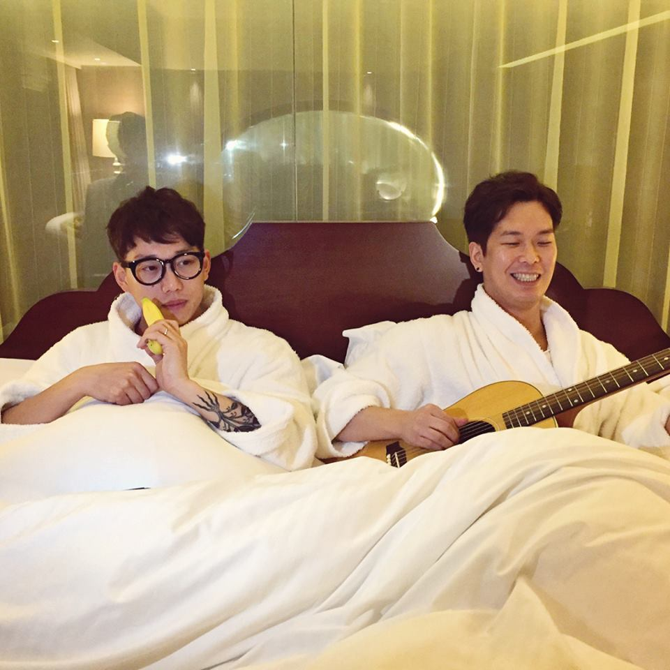 10cm是韓國二人獨立樂隊,由手鼓/主唱權正烈、吉他/合聲尹哲鍾組成,是活躍在弘大的一支獨立樂隊。原本以「海靈」的名義活動,團名因兩人身高差剛好10cm得來。