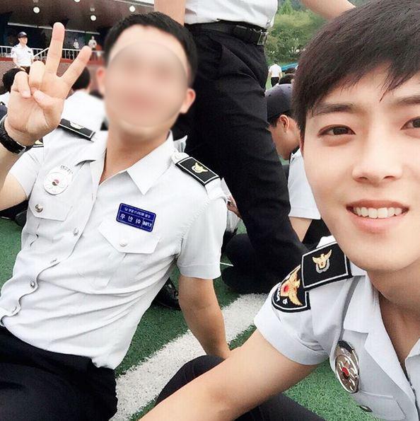 希望可以以那帥帥的外貌,當個好好保護好釜山的警察。 下次可以也來保護首爾嗎?!