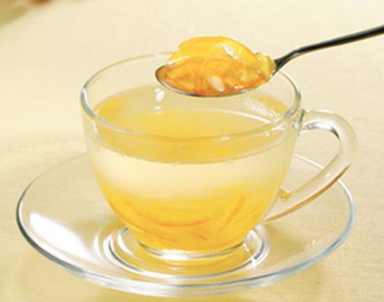 常飲柚子茶,對感冒引起的咳嗽和痰的緩和有療效,並且對恢復疲勞有益~