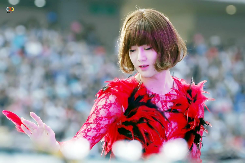 但你以為他的魅力只有這樣嗎? NO~其實他扮起女裝超美!果然「顏才是重點阿」對吧XD