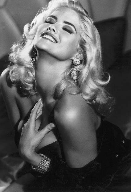 #1. 安娜·妮可·史密斯 (Anna Nicole Smith) 出生-死亡: 1967年11月28日 - 2007年2月8日,  美國