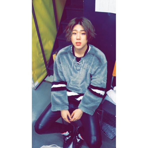 第一位美手偶像就是 Block B 的實力派 rapper「ZICO」。