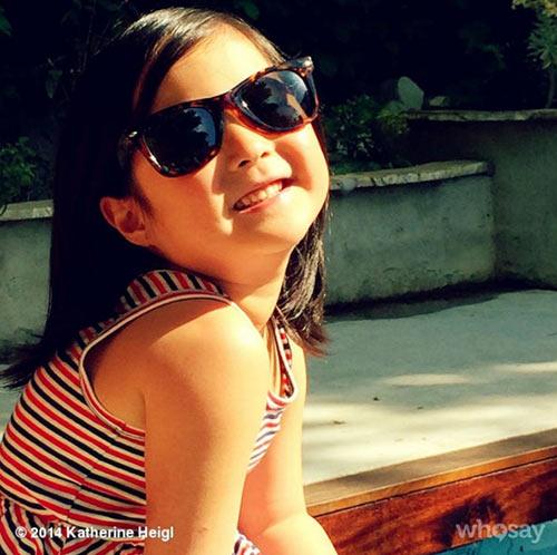 看著在這種溫暖的父母底下成長中的Nayleigh 小編的嘴角不知不覺的微笑起來,希望她能健健康康、快快樂樂地成長 ^0^/