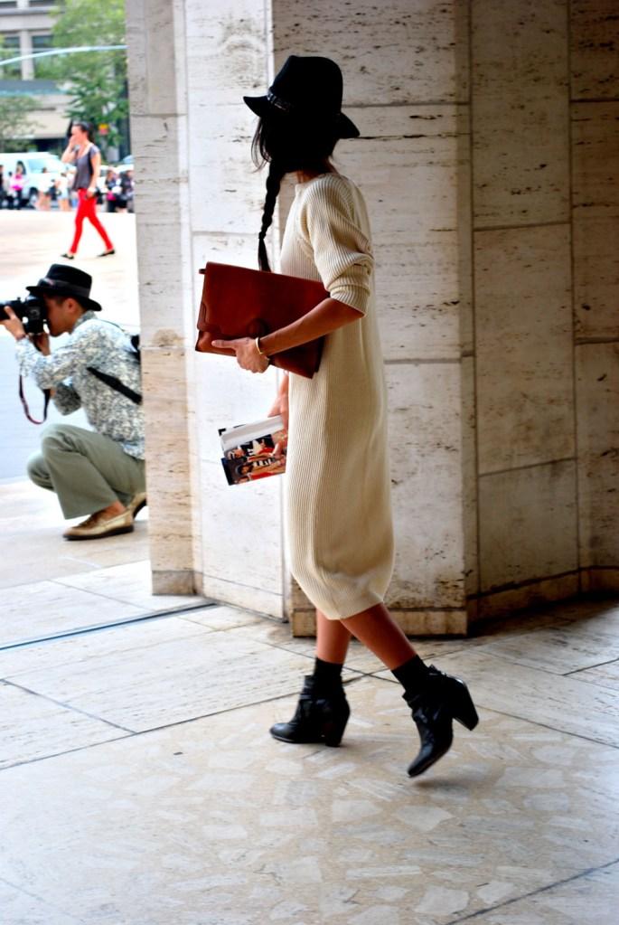 辮子造型與短靴及帽子 就是秋冬最合適的裝扮!