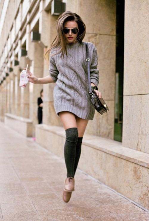 搭配膝上襪及褐色鞋款 不搶眼但展現沉靜氣質的秋日氛圍look