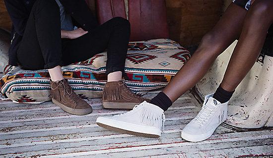 另一個系列是Vans 2015 Holiday!這款獨家位女性和小孩設計的款式,是經典高統鞋結合流蘇設計,而軟皮鞋的材質搭配高級麂皮,非常有秋冬氛圍喔!