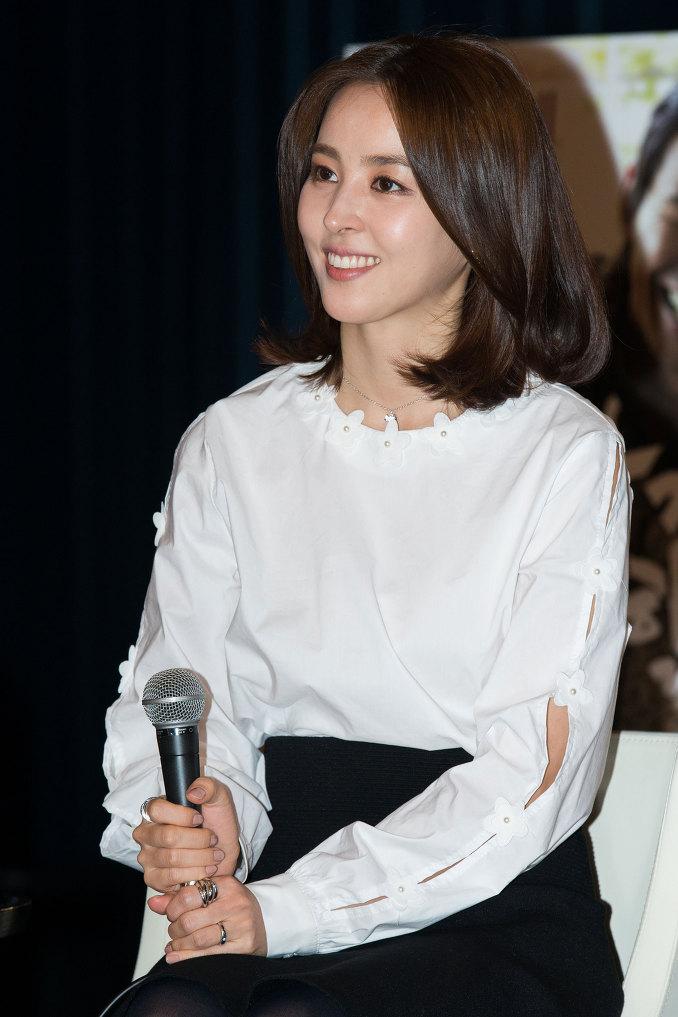 這位姐姐是足球選手奇誠庸的老婆以及演員'韓惠珍'!