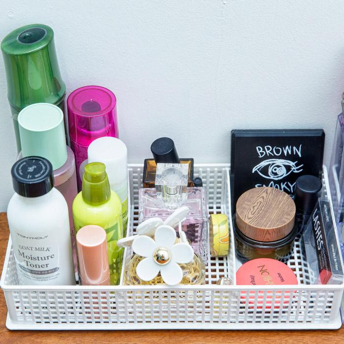基礎化妝品按照高低順序排列....方便使用