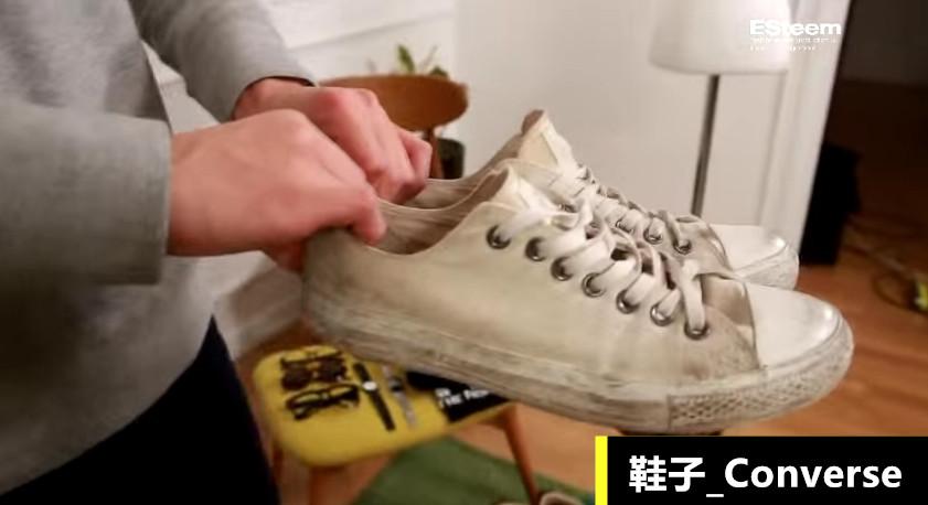 鞋子就選擇簡簡單單的白色休閒鞋