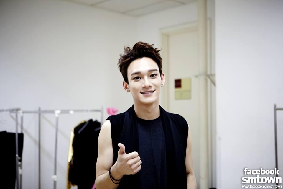 第二位可愛的八字眉擁有者就是 EXO 的「CHEN」。