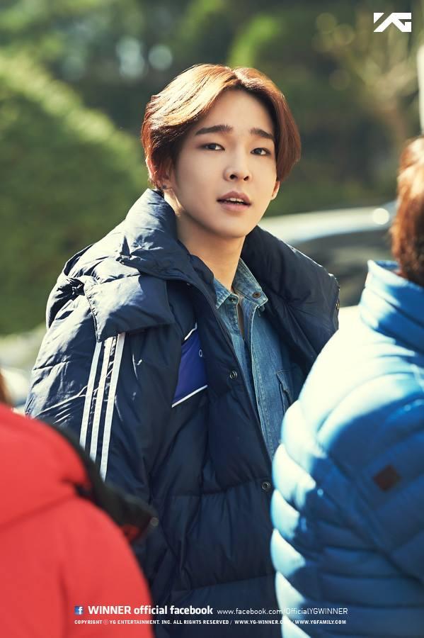 最後一位可愛的八字眉孩子就是 WINNER 的「南太鉉」。