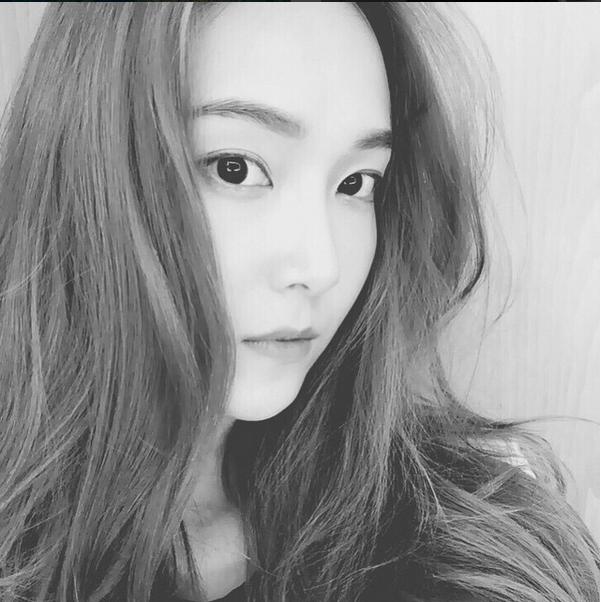 根據韓國媒體報導,Jessica對於這次新品推出非常認真,還親自到工廠去檢查,查看製作的進度。