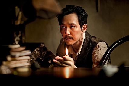 不久前才在電影《暗殺》中獻出骨灰級(XD)精湛表演的演員李政宰,確定出演電影《仁川登陸作戰》!