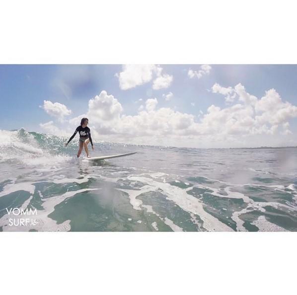平時就很喜歡運動的她,也經常在instagram上傳衝浪的模樣,看起來真的很熱愛衝浪耶!