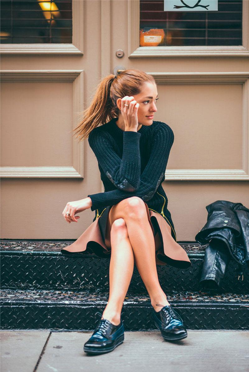 搭配裙子也一樣可以行走在時尚前沿,就看你想走那種風格了!
