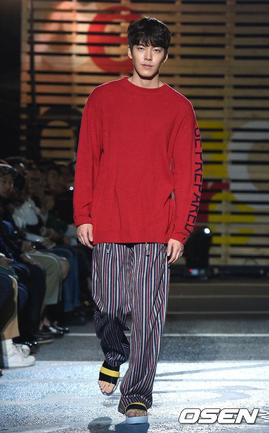 好像有點似曾相似的睡褲裝(抱歉…小編太沒眼光) 有想像過自己有天會晉升男神裝扮過嗎?