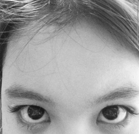 看到李遐怡和上一組荷拉的示範 就知道…既然只露出眼睛 這時候眼妝就是不可漏掉的重點啦~