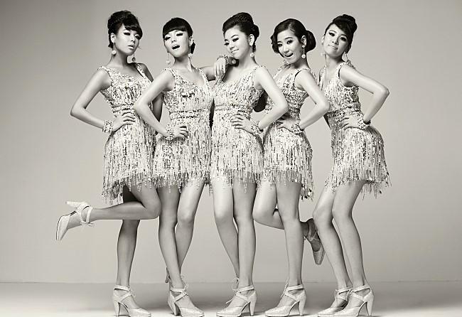 ★ Wonder Girls :: 260 天 ★  2007年出道的  Wonder Girls 是 JYP 娛樂所推出的女團,同年以《Tell me》在韓國引發熱潮,不僅路人爭相學習舞步,當時連藝人們也都會跳上一段,她們也藉由這首歌獲得第一個一位喔!