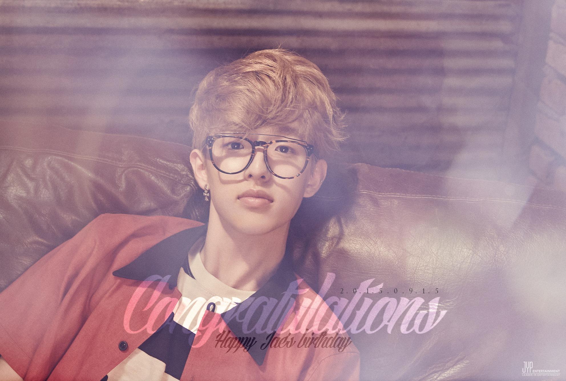 【J】JYP今年才剛推出的燒燙燙樂團Day 6,成員Jae的發音就是제이(J),因為2012年參加SBS電視台選秀節目《K-pop Star》第一季獲得第6名簽進JYP