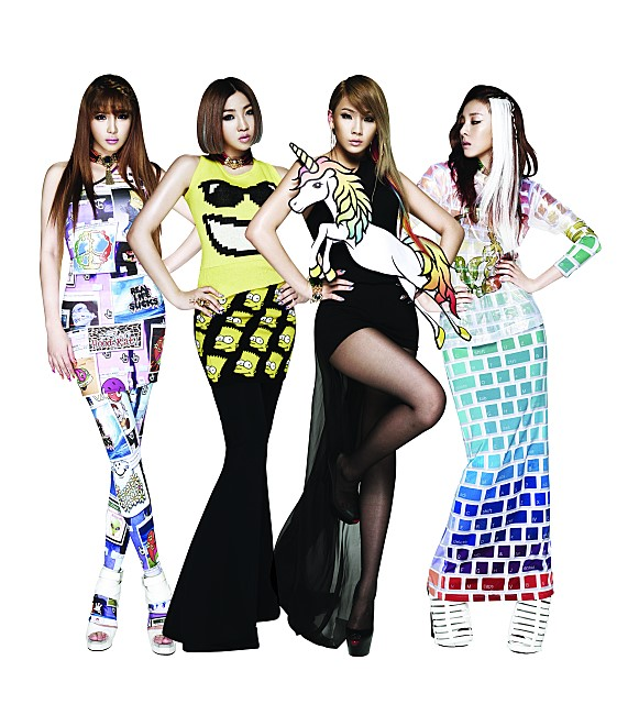 ★ 2NE1 :: 28 天 ★  第二名就是什麼造型都能完美消化的 2NE1,她們是以出道曲《Fire》在短短的 28 天內就獲得一位囉!