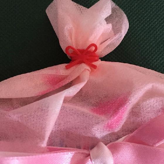 毫不起眼的橡皮筋,也能變成非常有藝術感的包裝藝術呢!