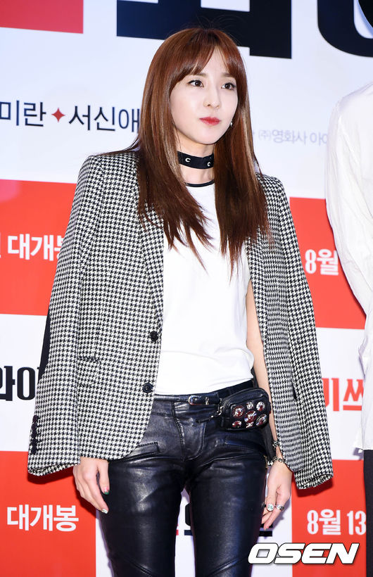 千鳥紋最常出現的形式就是西裝外套,Dara做了最佳的示範!
