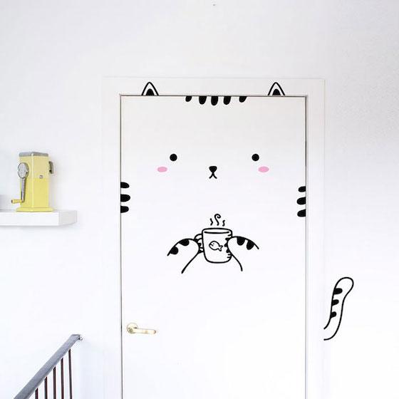 來自西班牙與芬蘭的家庭設計工作室Made From Sundays發現用一種簡單又環保的方式,就能讓所有平凡的門瞬間改頭換面,變得童趣可愛。認為生活就該繽紛甚至有點瘋狂的他們推出