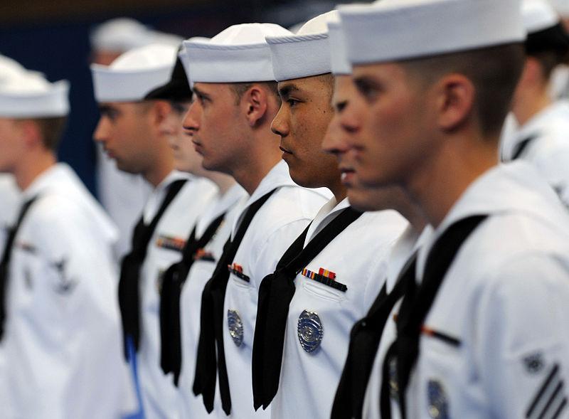 雖然原始是英國海軍軍服的設計,但自從日本一所女校參照這個設計而做成學校制服後,從此在日本就變成一個很普遍的制服設計之一