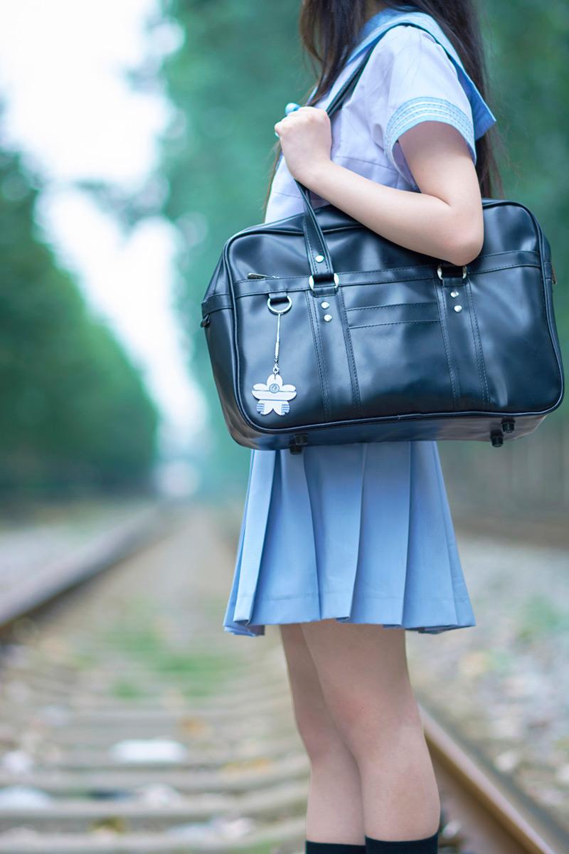 背在一邊的書包就更不用說了,這些都是與日本制服是最佳完美組合