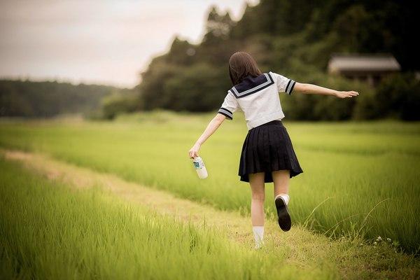很美啊...好美... 有著日本特有清涼感覺得制服樣式. 我也好想試穿一次看看!
