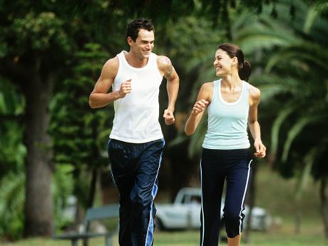 5. 跑步可以緩解壓力. 邊跑步邊得到的愉快可以減少壓力. 跑了一段時間後會有爽快感,同時也會感覺到少許的疲憊感,